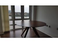 Stylish round dining table in great condition