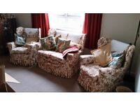 Cottage Style 3-Piece Suite / Sofa / Setee / Chair / lounge furniture