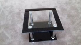 GLASS COFFEE TABLE 2 TIER IN EXCELENT CONDITION