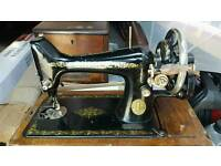 VINTAGE ANTIQUE SINGER SEWING MACHINE 1920s
