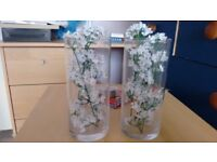 2 small vases.