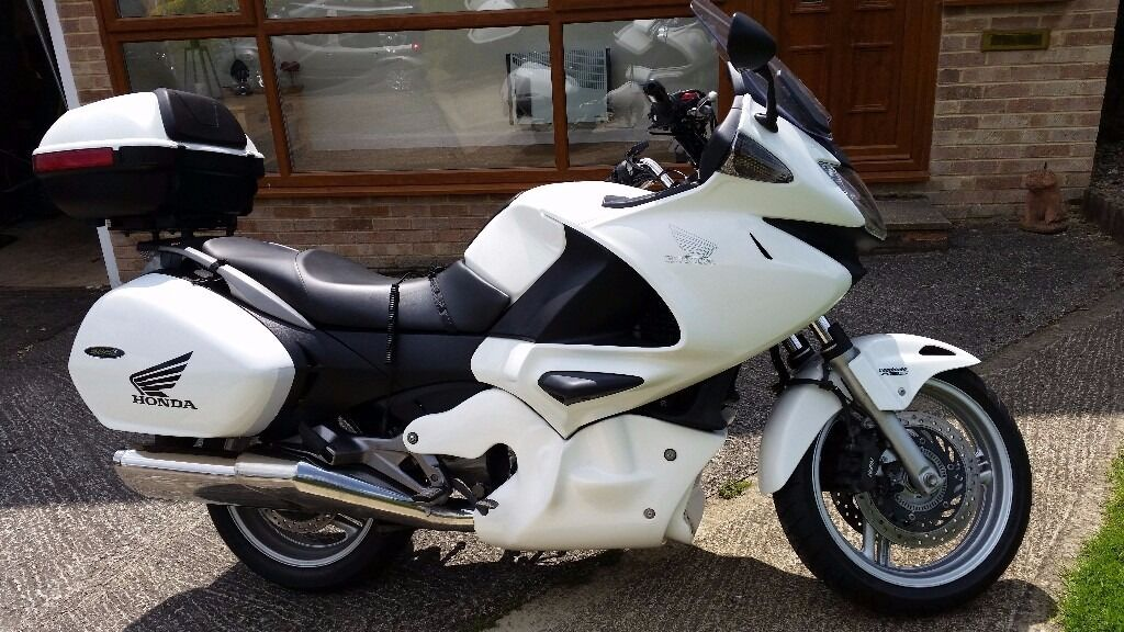 2013 honda deauville nt 700 va b motorcycle white 680cc 15837 miles in brackley. Black Bedroom Furniture Sets. Home Design Ideas