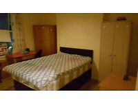 Very Large double room to Rent opposite to the diamond building Student