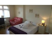 SPACIOUS DOUBLE - PROPERTY WITH GARDEN £170PW