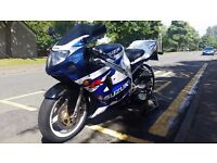 Suzuki GSXR600K2 gsxr 600 k2 low mileage blue and white