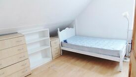 Large attic room to rent in Sherwood, Nottingham. Bills included