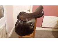 Albion k2 jump saddle 17 1/2 inch