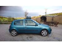 Renault Clio, 7 months MOT, only £200!