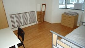 ROOMS TO LET IN STUDENT HOUSE SWANSEA CLOSE TO UNIVERSITY OF WALES TRINITY ST DAVID