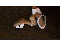 Ladies Shoes/ Sandals (£4 a Pair.)