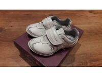Clarks girls shoes size 7.5G