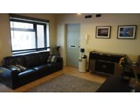 1 bed flat, High Wycombe, close to M40, short walk to shops/pub/places to eat.