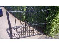 Gate for a garden driveway