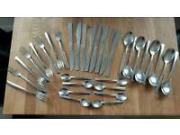 Nearly new 32pc cutlery set