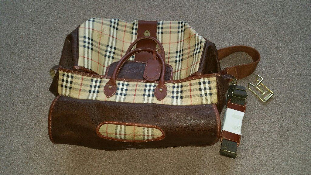 5975952d32a4 Burberry Weekender travel bag and suitable as flight bag in Burberry House check  in Leather
