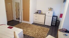 A Lovely new cheap to run Studio Flat on London Road, fully Furnished with water bill included