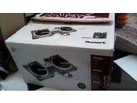 Numark Battle Pack (DM950 Mixer and TT1625 Turntables)