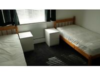 Friendly-gay roomshare for 2 guys. 1 space available. Close to Elephant and Castle