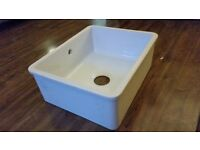 White undermounted ceramic sink