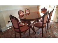 Superb condition dining table and 6 chairs