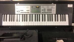 Piano de marque Casio modèle LK-175 en superbe état Z009367