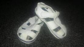 Bundle of baby shoes (LOOK )