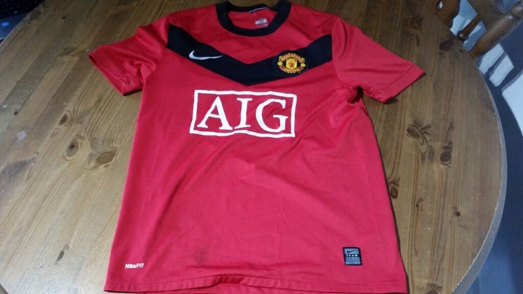 All kinds and sizes of genuine football shirts. From Premier League to National Teams, etc.