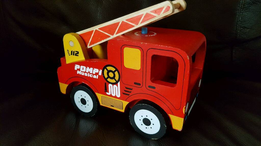 Wooden fire engine with sounds