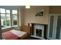 4 DOUBLE AND 1 MEDIUM ROOM INC ALL BILLS, CLOSE TO TOWN £500