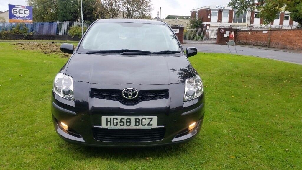 Toyota AURIS, no dent, good as new, low mileage, full service history