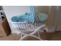 BABY JOULES MAGICAL FARM NEUTRAL WHITE WICKER MOSES BASKET WITH DELUSE WHITE STAND