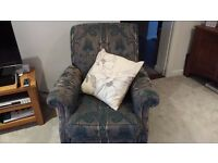 3 Piece Cottage style suite (2 seater settee and 2 chairs).