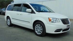 2013 Chrysler Town & Country TOURING - CLEAN CARPROOF