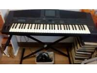 . Technics kn5000 keyboard with stand