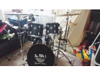 Drum world kit for sell only £200
