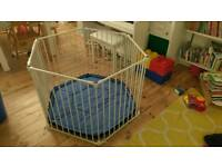 Lindam playpen / room divider
