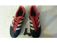 Boys Adidas Predator football boots to fit UK 4