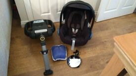 Maxi Cosi / Maxi-Cosi CabrioFix Baby Seat / w/proof cover / isofix base / mirror * Great Condition *