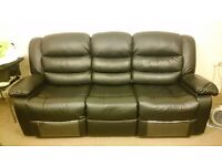 3+2 leather recliner sofa with cup holders.