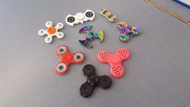 FIDGET SPINNER ASSORTED COLOURS BRAND NEW WITH RECEIPT