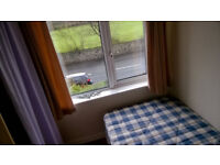 Small bedroom for let in Bangor in quiet setting