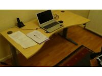 Electric sit-stand height adjustable desk
