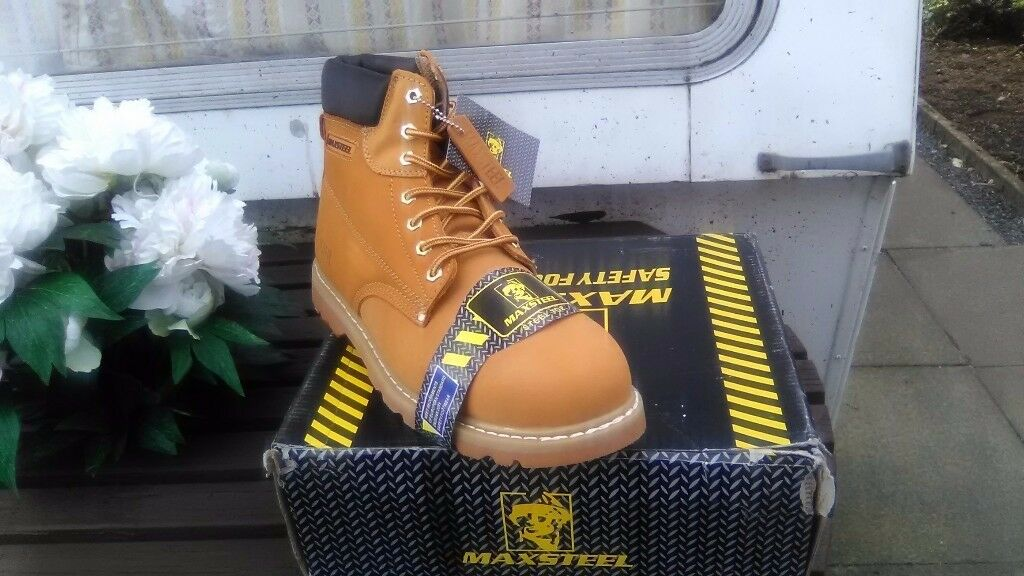 MAXSTEEL seven eyelet sand safety work boots sizes 7,9,10,11 and 12 collection only new in box £24
