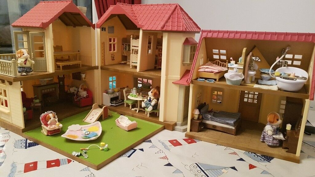 sylvanian families beechwood hall and cosy cottage bundle in locks