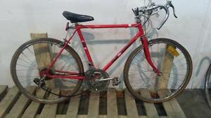 BICYCLES, Commuter and Hybrid types, various styles RETRO VINTAGE Bicyclettes pour adultes à vendre -- Super Aubaines !