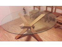 Beautifull Large Glass table with solid wood legs