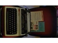 Vintage Daro Erica Model 42 1960's manual typewriter, Berlin GDR