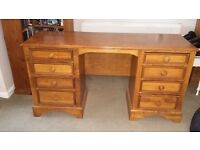 """Willis and Gambier 8 Drawer Chest of Drawers Solid Oak Wood """"Stressed Look"""" finish"""