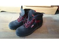 safety shoes new, never worn, Samson size 8 / 42
