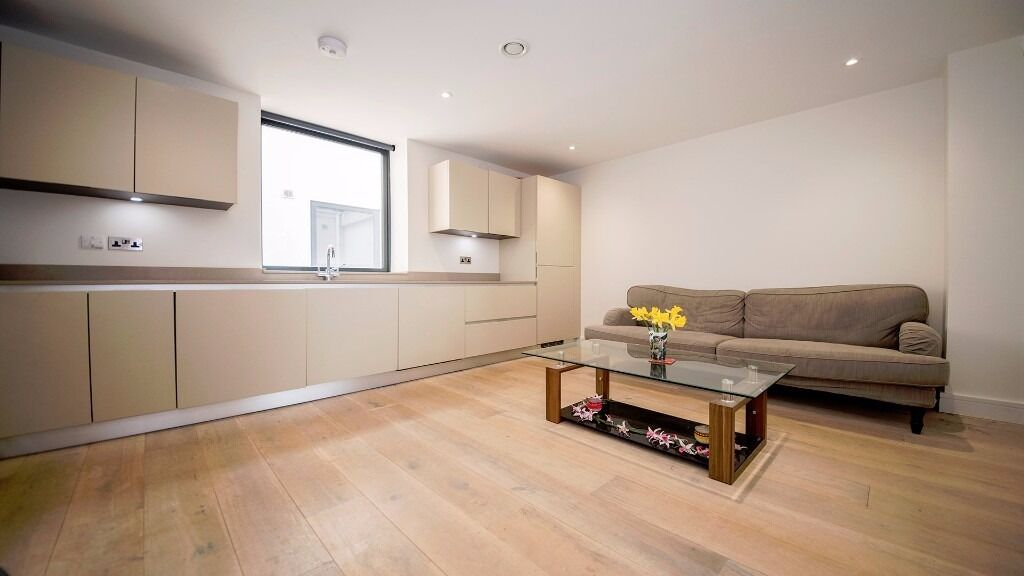 **3 BED FLAT** MODERN!! NEWLY REFURBISHED!! EN-SUITE!! PRIVATE BALCONY!! FINSBURY PARK, N4!!